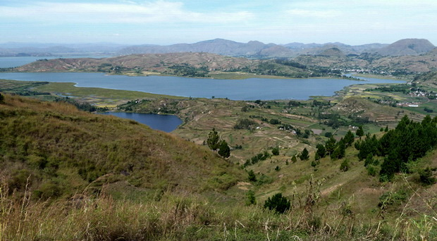 lac Ampefy le lac Hilempo au premier plan