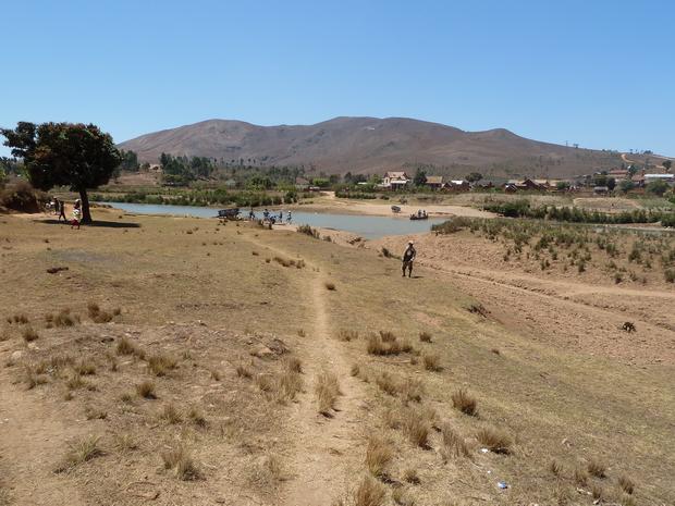 Sur les bords de l' Ikopa : Ampangabe, Andrefanambohitra traversée de ikopa à Andrefanambohitra