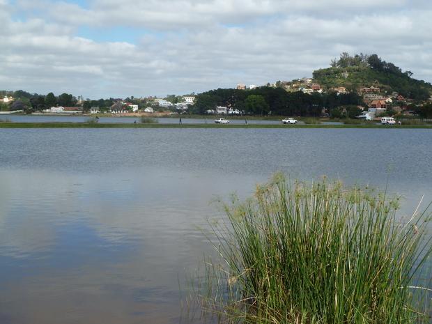 Lac Andranotapahina et la colline Ambohidratrimo