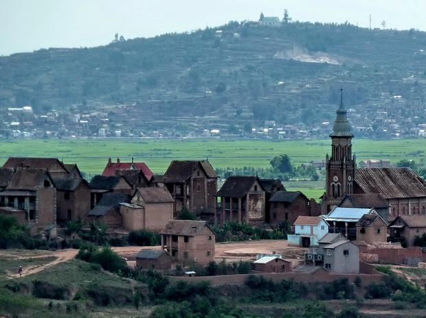 Village Ambohinaorina arrière plan  Ambohitrimanjaka