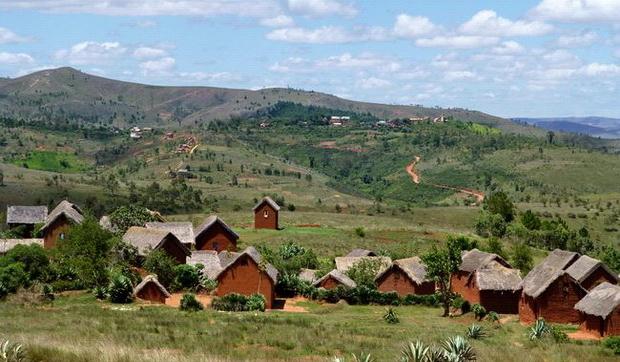 Village de Talakimaso, le sommet boisé le village d' Antsahafilo