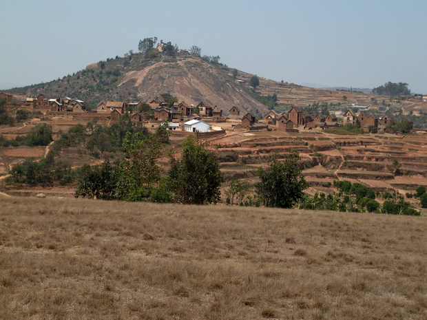 Colline ANOSIVATO Andriamanjakatokana est enseveli à Ambohitrimanjaka tandis que son fils appelé aussi Andriamanjakatokana repose à Anosivato