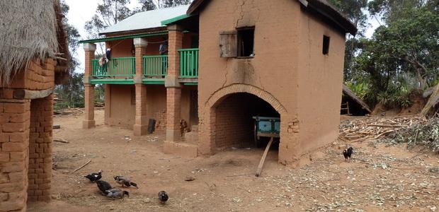 linteau arc en cintre village Amboniloha