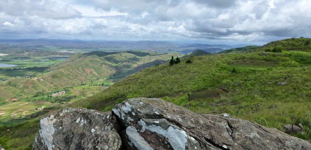 Tour du Sahadimy, massif Ambohimitombo dans la vallée