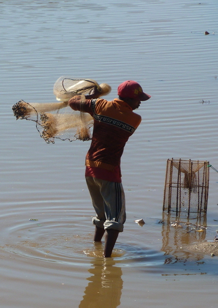 pêcheur,  lancé de filet