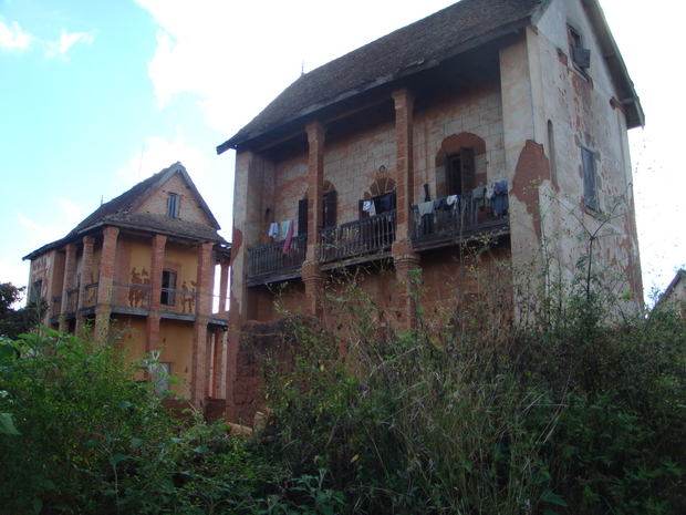 riches maisons à balcons de Fiakarana
