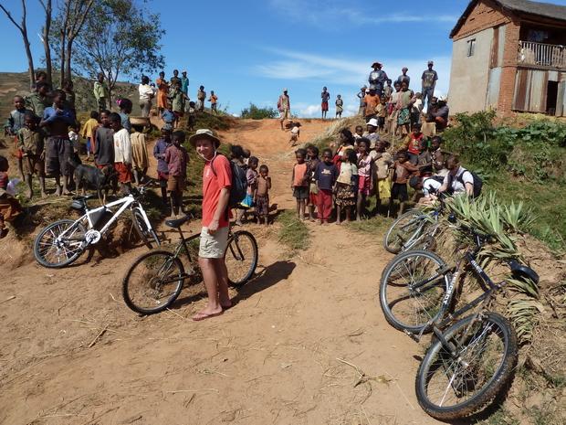 traversée de la rivière Fitandambo