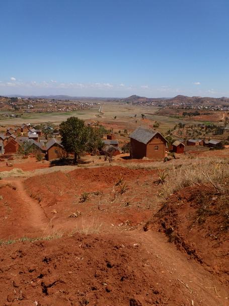 village Tsarazaza et les plaines de la Andranotsoriaka et de la Maniandro