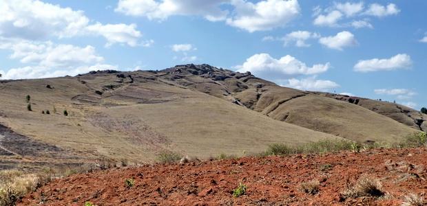 les Sites fortifiés des hauts plateaux Rova Ambomavony face sud