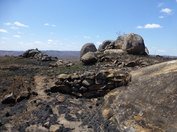 les Sites fortifiés des hauts plateaux vestiges rempart Rova Ambohitsiroa