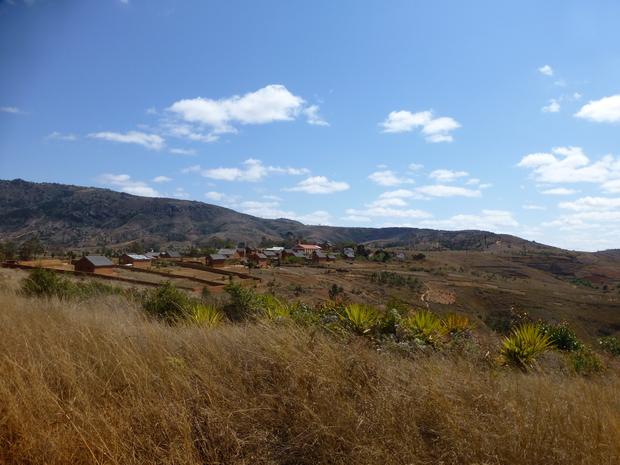 village Ankeribe avant la montée de l' Andringitra