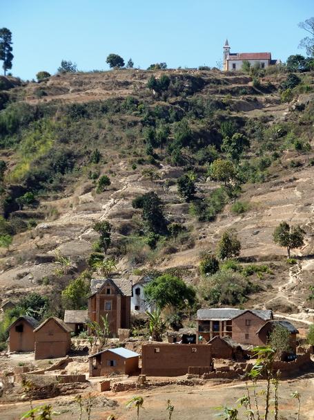 village et Eglise d' Ambohipiara