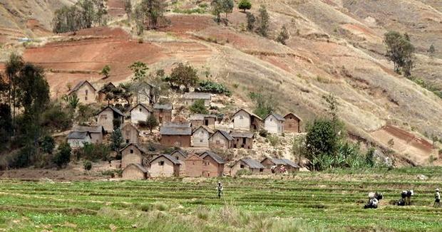 village perché sur une presqu'île