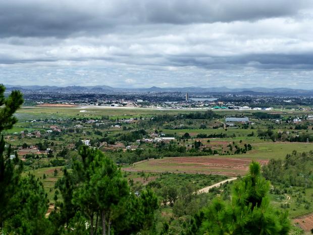 Départ après le visite de Crocfarm direction Le Rova Ambohimanoro : Aéroport Antananarivo