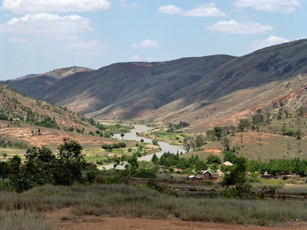 ikopa à droite le massif Masiapapango