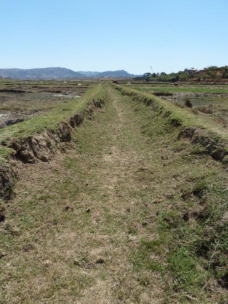 canal d' irrigation à sec