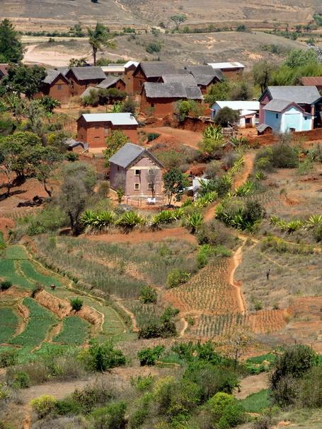 maisons traditionnelles village de Morarano-Indilana