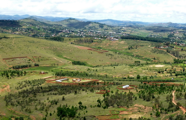 propriétées ceinturées de Tamboho, à l'horizon Ambohimalaza et Imerikasina