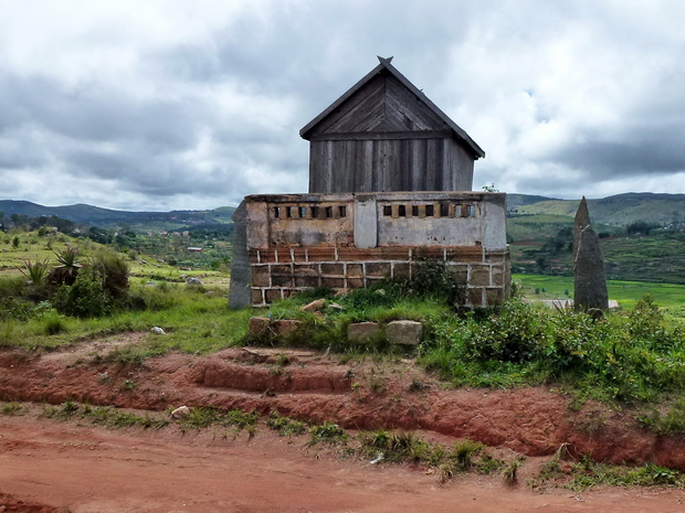 Firaisana Ambohitromby taranak'i Andrianjaka Ingahifara ary Rainimanantsoa Commune d' Ambohitromby tombeau de descendants d' Andrianjaka