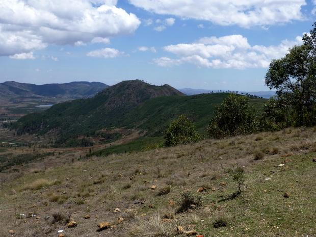du sommet massif Tapoketsa le lac Amparihy et le Massif Marovitsika