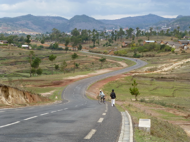 route menant au village Faratsiho
