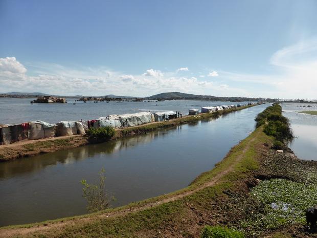 inondations mars 2015 route digue à hauteur d' Ambodimita