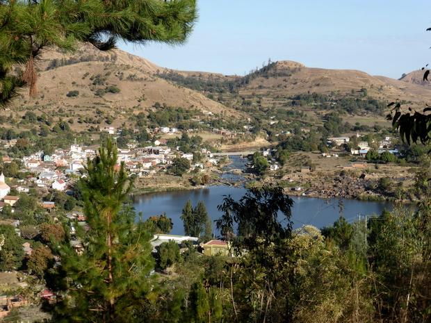de l'hôtel kavitaha ce petit circuit de 6 km qui domine le lac Kavitaha