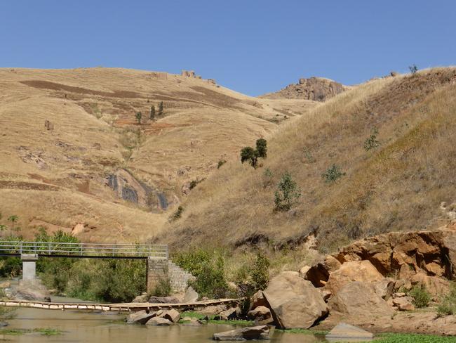pont qui mène aux geysers