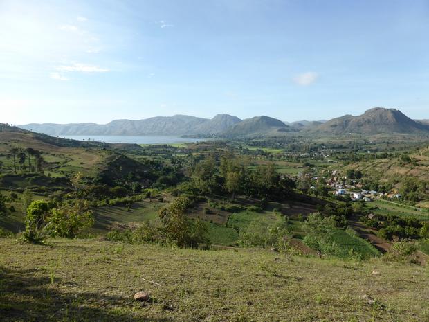 le village Sahapetraka et la source Masinandriana