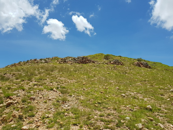 Sur le sommet 6 lignes de défenses